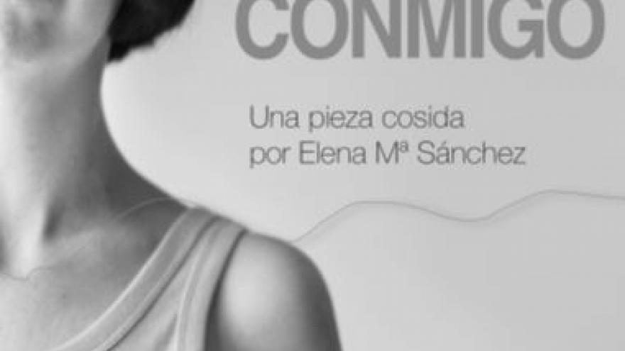 Imagen en la que se ve a la protagonista de la performance Tela conmigo, Elena MªSánchez