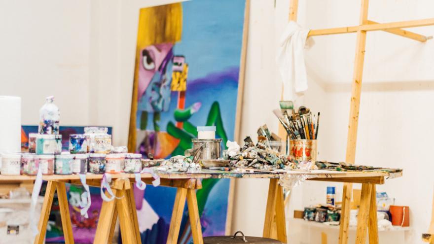 Caballetes y materiales para pintura artística
