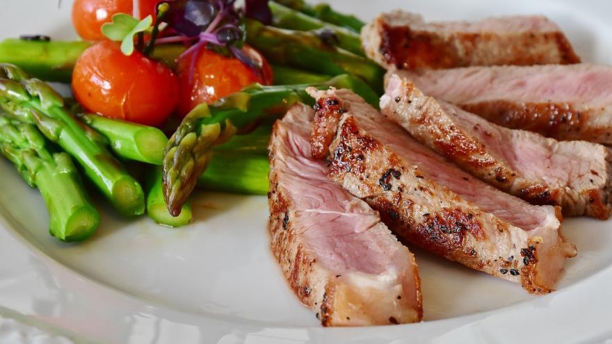 Gastronomía.Espárragos y ternera