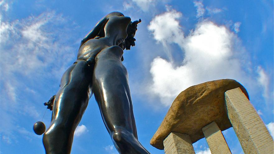 Dalí en Madrid.Pza. Salvador Dalí