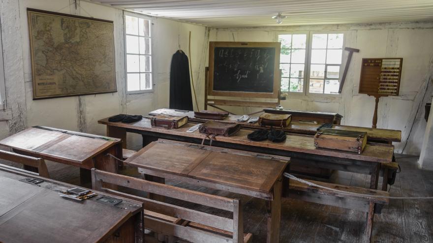Imagen que muestra el interior de un aula antigua