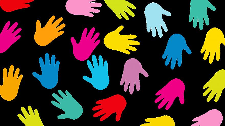 Huellas de manos con pintura.