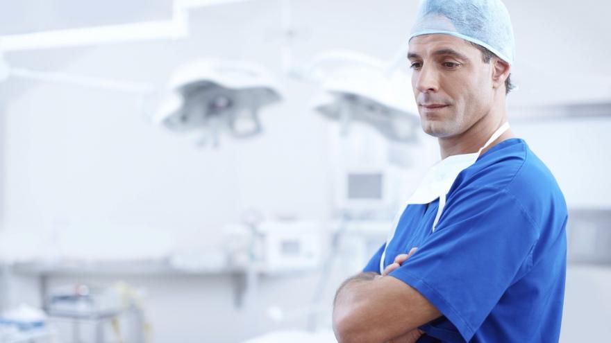 Doctor en su puesto de trabajo