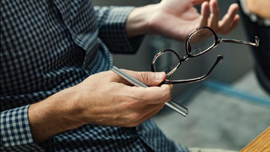 Jornada sobre discapacidad: gafas y manos