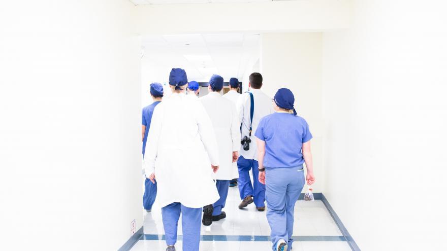 Sanitarios caminando