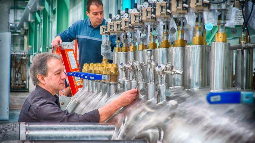 Trabajadores en centro industrial