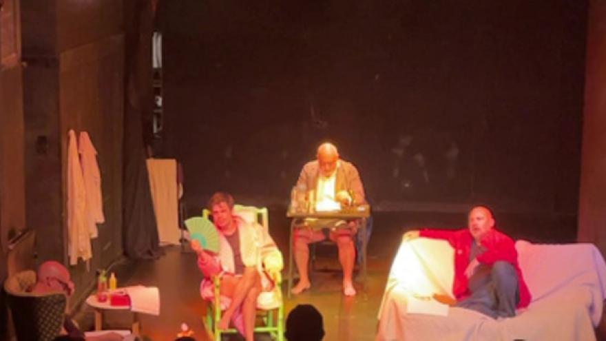La Virgen Company interpretando