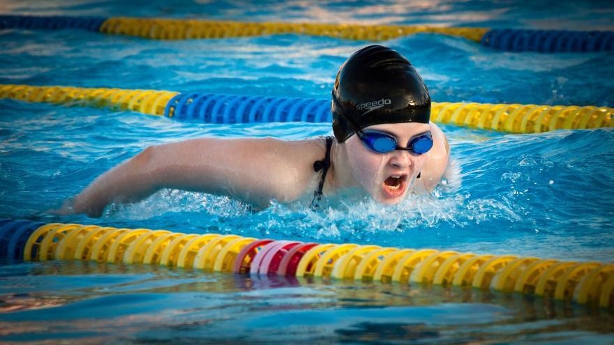 Nadadora en competición