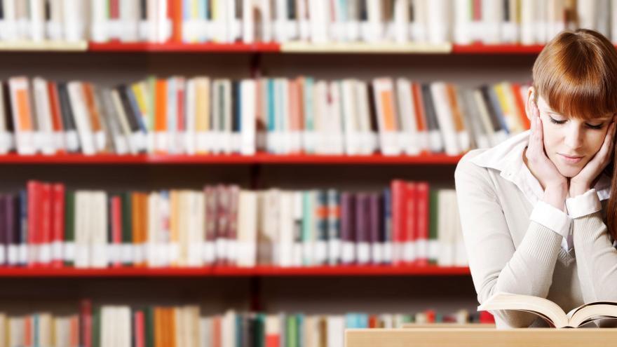 Librería llena de libros