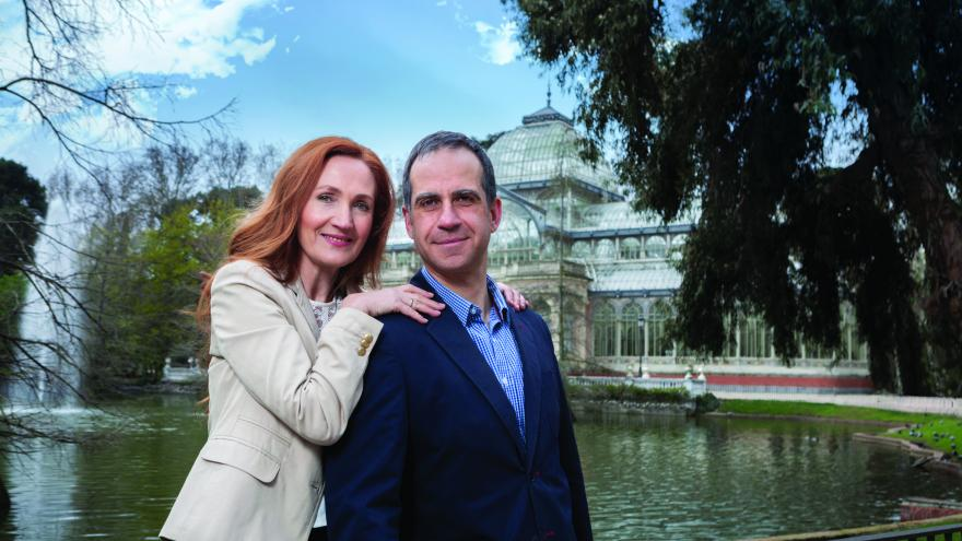foto de una pareja madura en el parque del Retiro