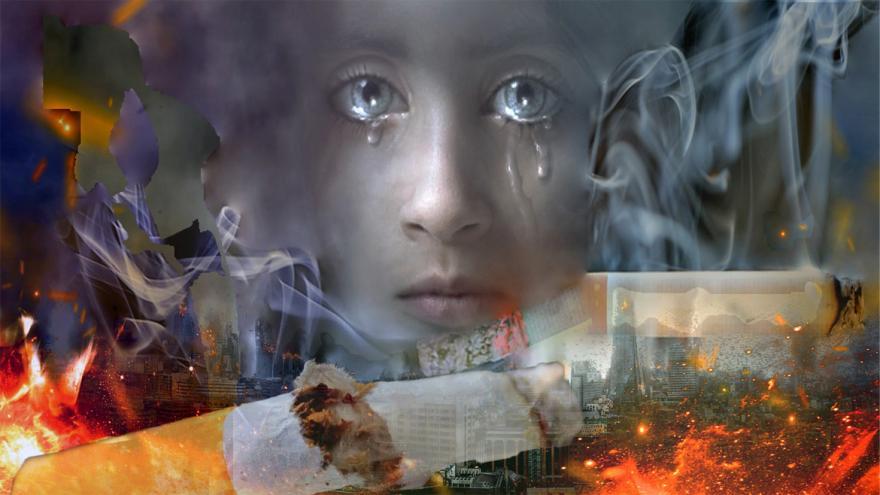 Niña llorando ante devastación provocada por el tabaco