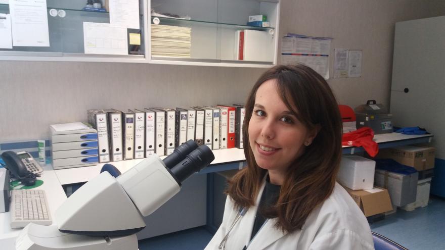 Doctora en laboratorio