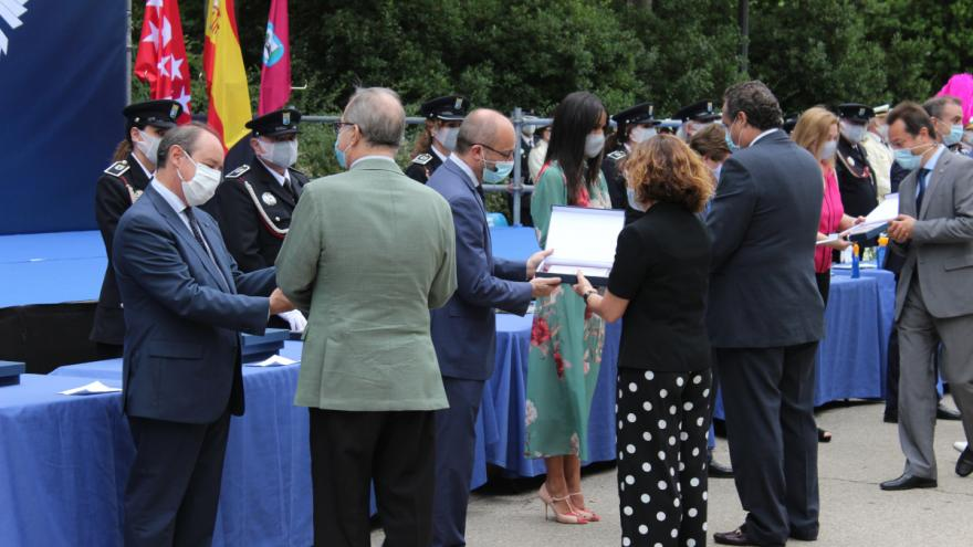 El Hospital Universitario Infanta Leonor, condecorado por la Policía Municipal de Madrid