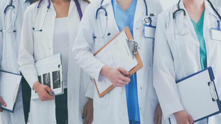 El Hospital Universitario de Fuenlabrada incorpora a 48 nuevos resientes MIR, EIR y FIR