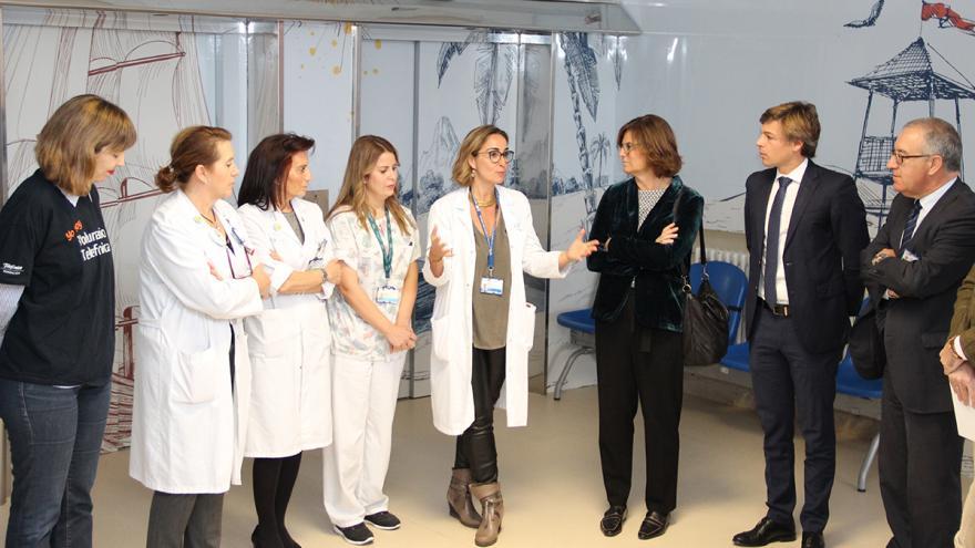 Informando del proyecto de humanización de la planta de Pediatría del Hospital Clínico