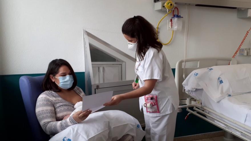 mamá, bebé y enfermera