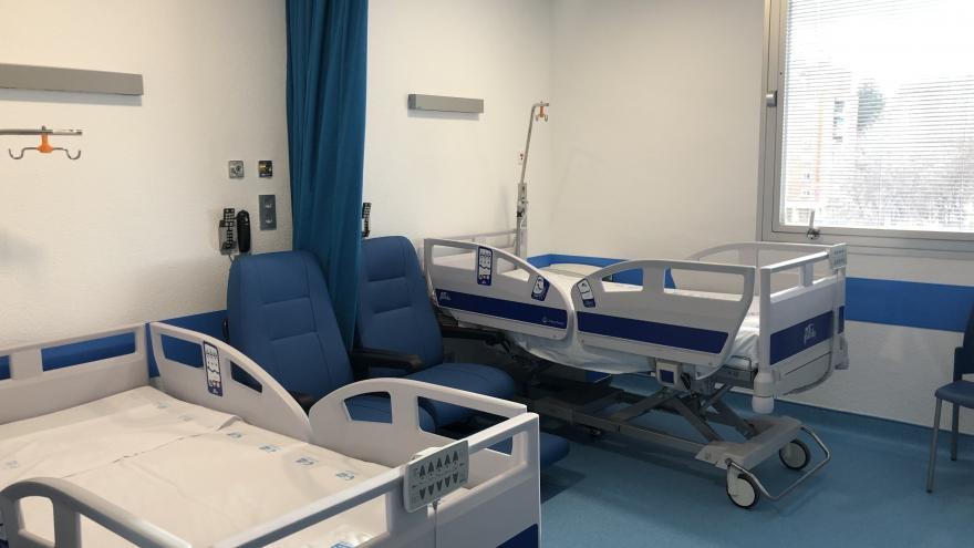Con la reforma integral de la quinta planta se han modernizado las instalaciones y el equipamiento de todas las habitaciones de esta planta de hospitalización del Hospital Universitario de Móstoles