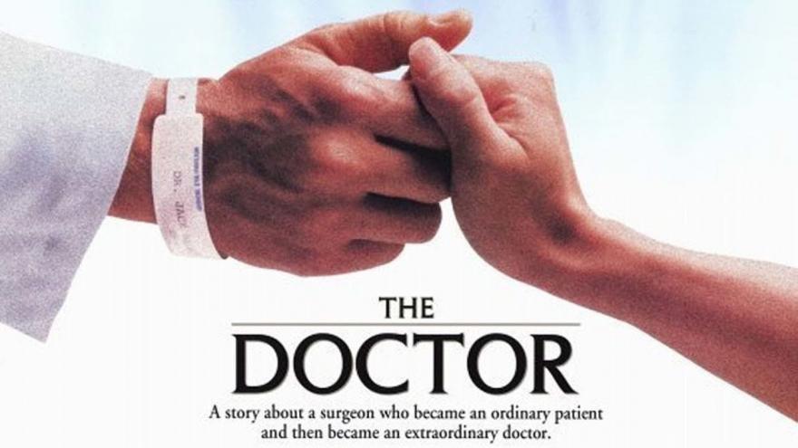 Médico y paciente se dan la mano. Recorte del cartel de la películta The Doctor