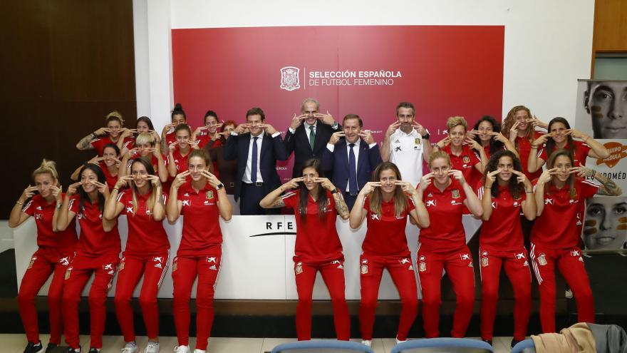 La Selección Española Femenina de Fútbol se suma a la campaña de la Comunidad para promover la donación de médula