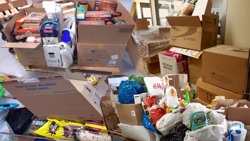 Montaje en el que se ven las cajas llenas de alimentos y juguetes