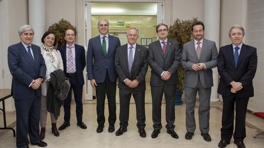 El consejero de Sanidad asiste a la toma de posesión de la nueva junta de gobierno del Colegio de Veterinarios de Madrid