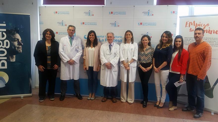 Profesionales participantes en la jornada de puertas abiertas sobre esclerosis múltiple en el Hospital de La Princesa