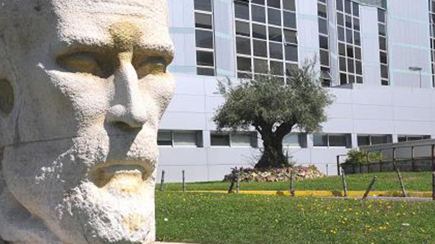 Imagen exterior del Hospital Universitario Ramón y Cajal