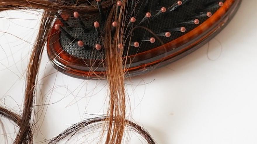 Imagen de un cepillo con cabello