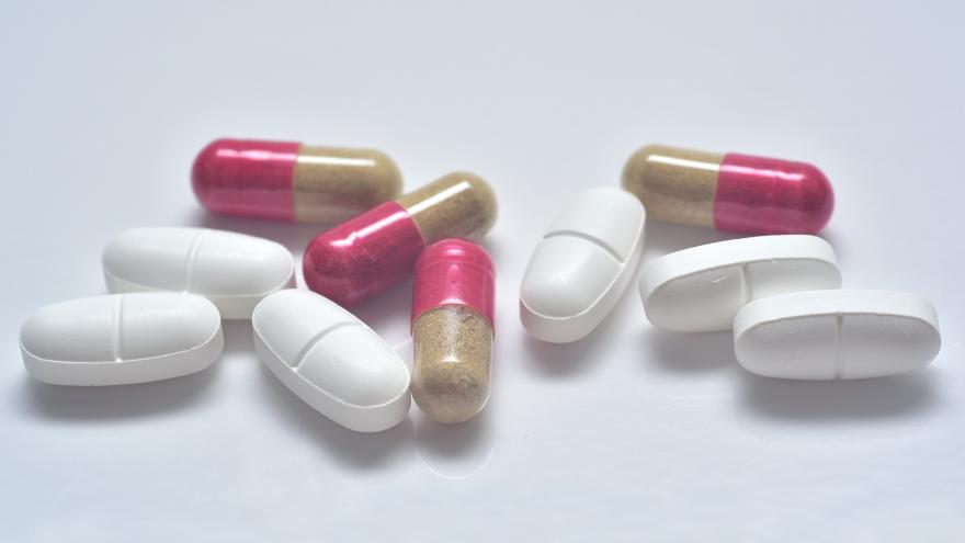 Diferentes comprimidos de medicamentos