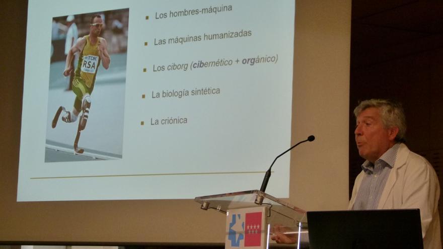 Dr. Pareja, en su charla