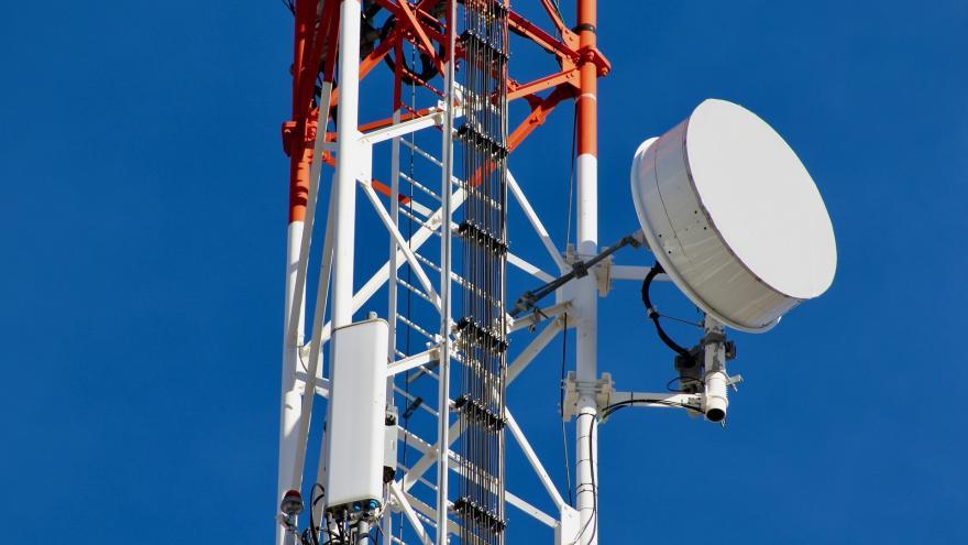 Imagen de una antena de telefonía móvil