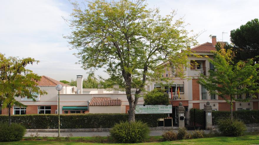 Exterior centro de día para personas mayores