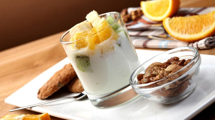 Yogurt, frutos secos, frutas