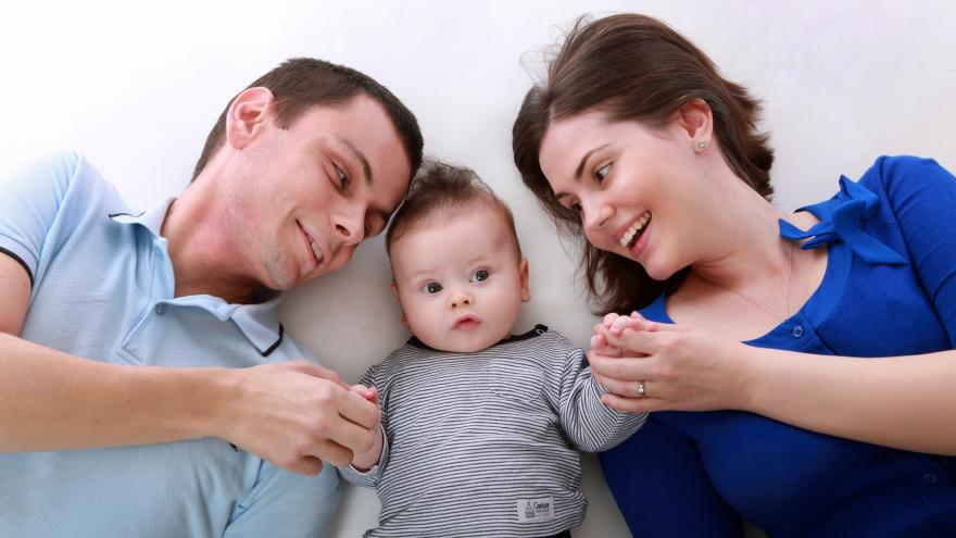 Padre, madre y bebe