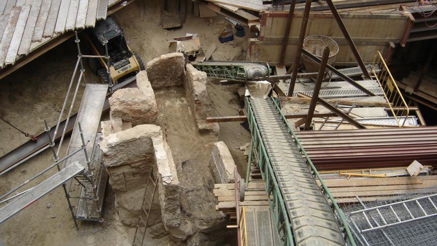 Imagen de la excavación arqueológica en la calle Santiago nº 5