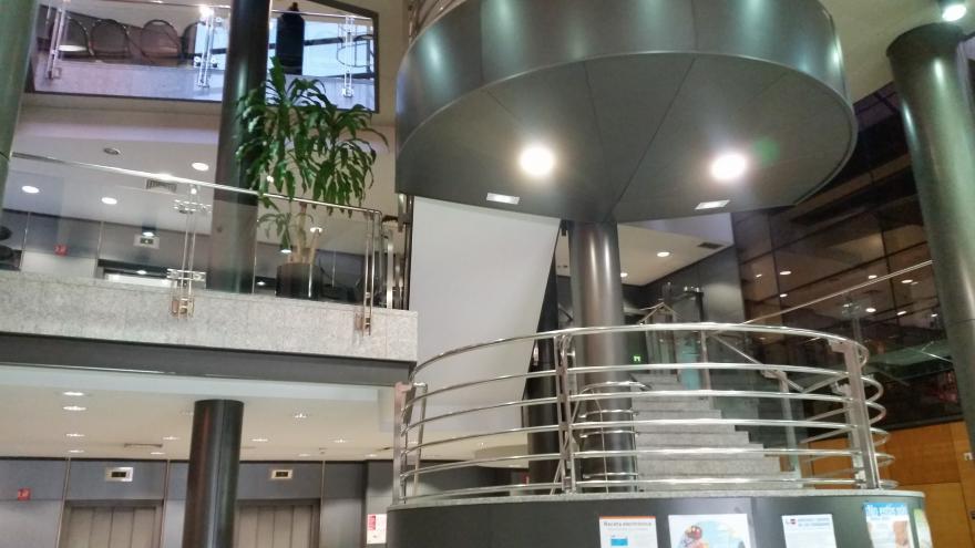 Hall del Edificio de Consultas Hospital Santa Cristina