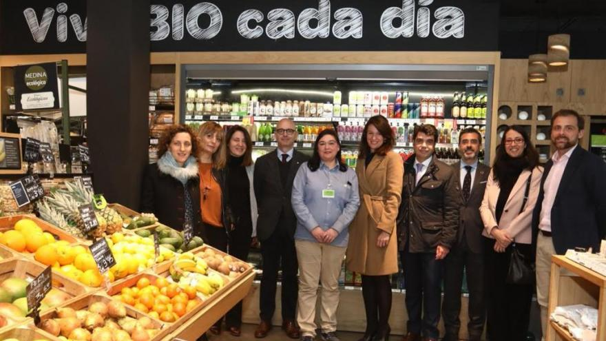 Asistentes a la visita al establecimiento Carrefour Bio de Madrid