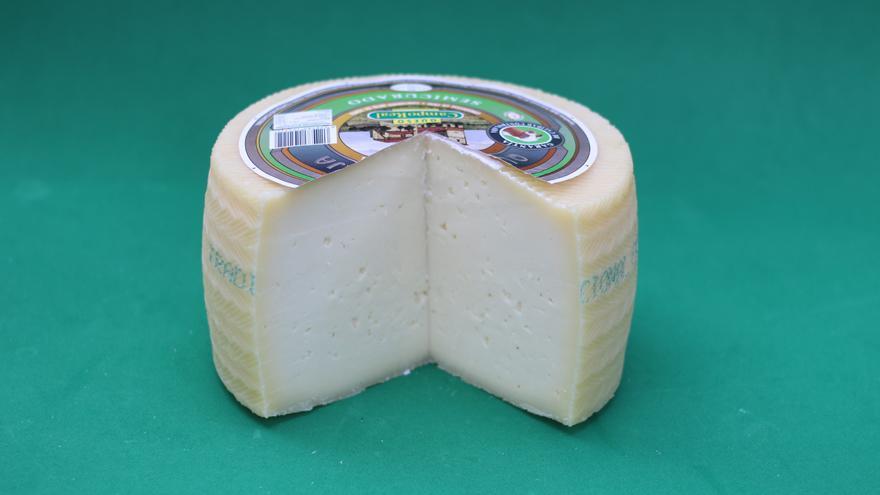 Fotografía de un queso Campo Real Tradicional semicurado