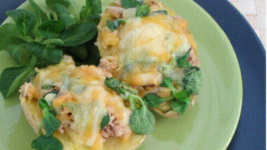 barquetas de patata con atún y canónigos