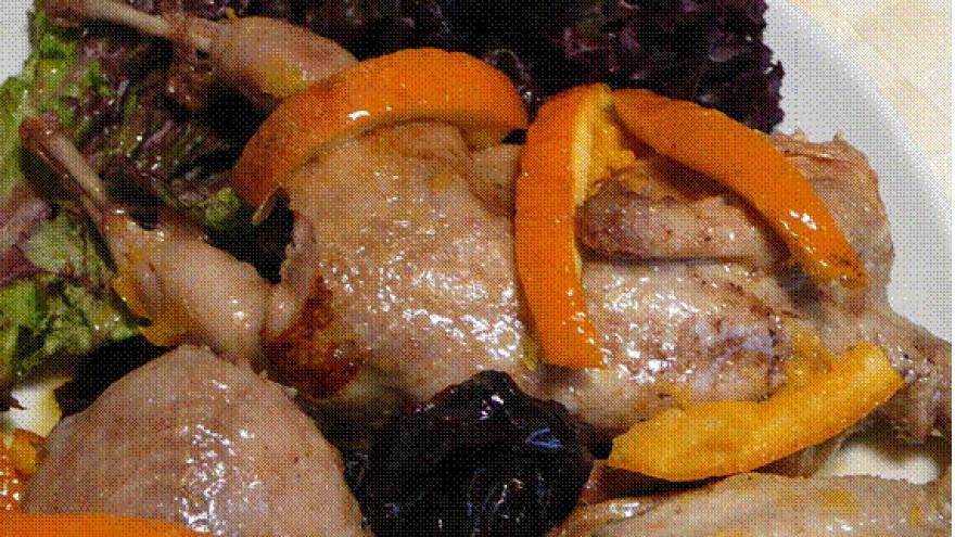 Codornices con ciruelas a la naranja