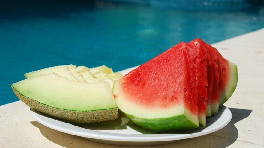 Trozos de melón y sandía cortados