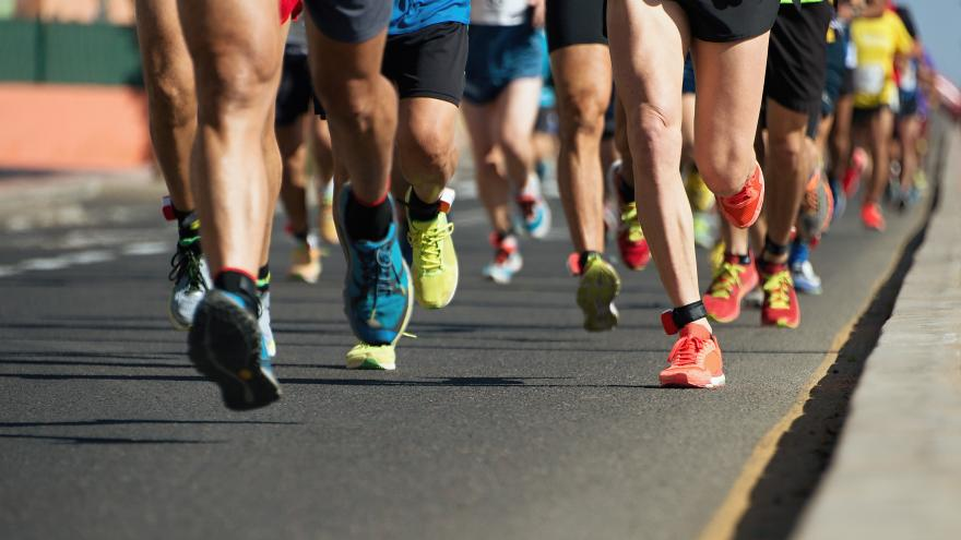 Corredores corriendo una maratón