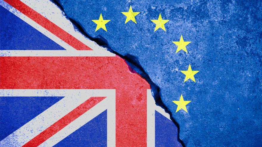 banderas reino unido europa separadas por una fractura