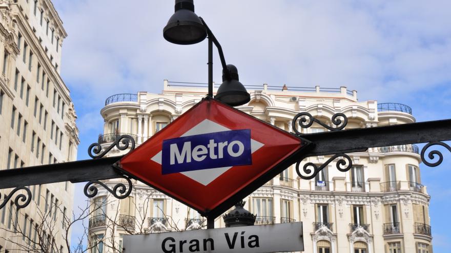 Boca de Metro de la estación de Gran Vía