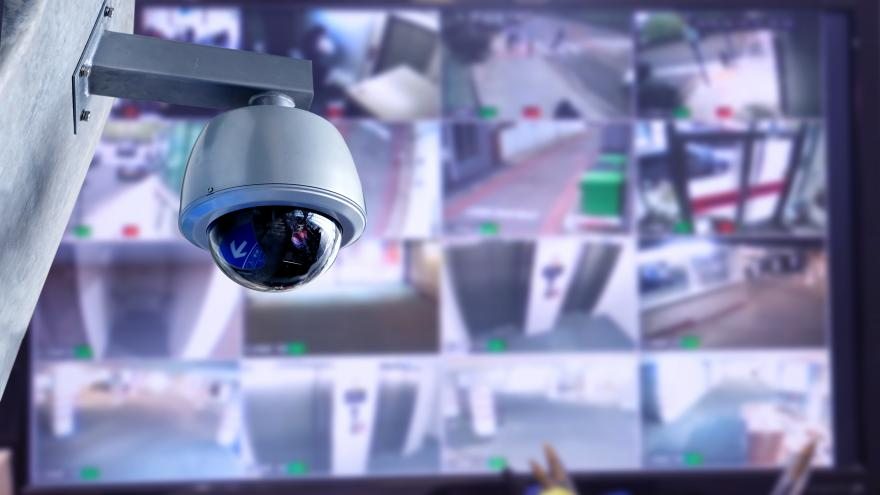 Cámara de vigilancia y circuito cerrado de televisión en unas oficinas