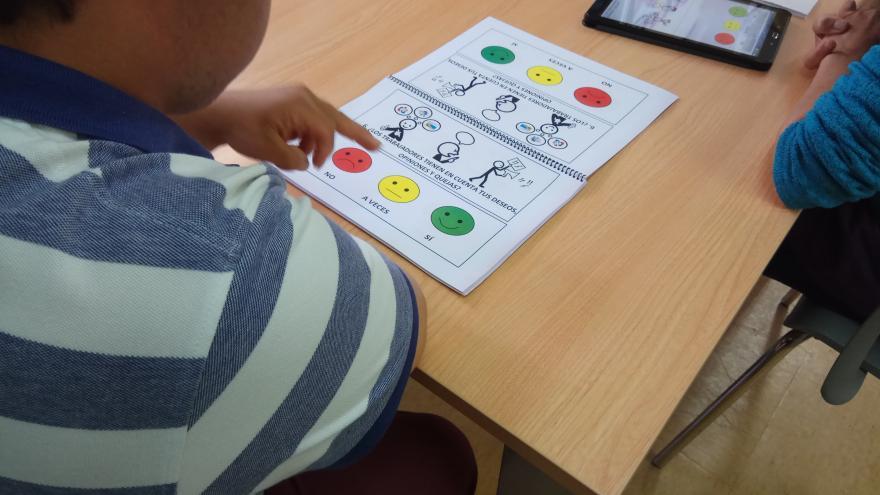 La Comunidad implanta un sistema para que personas con discapacidad intelectual puedan valorar sus centros