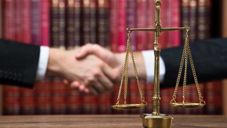 Imagen de un apretón de manos por alcanzar un acuerdo