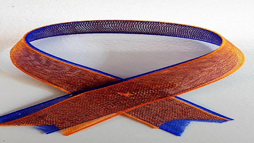 Dos lazos superpuestos naranja sobre azul