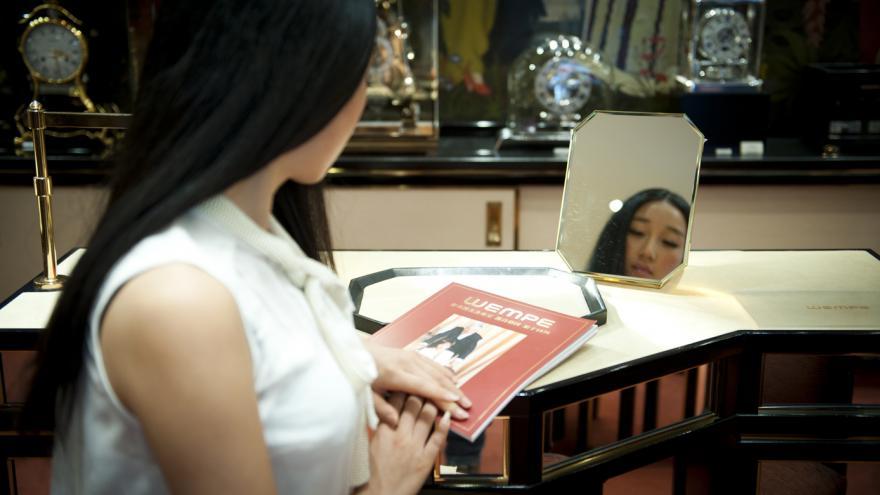 Mujer china comprando