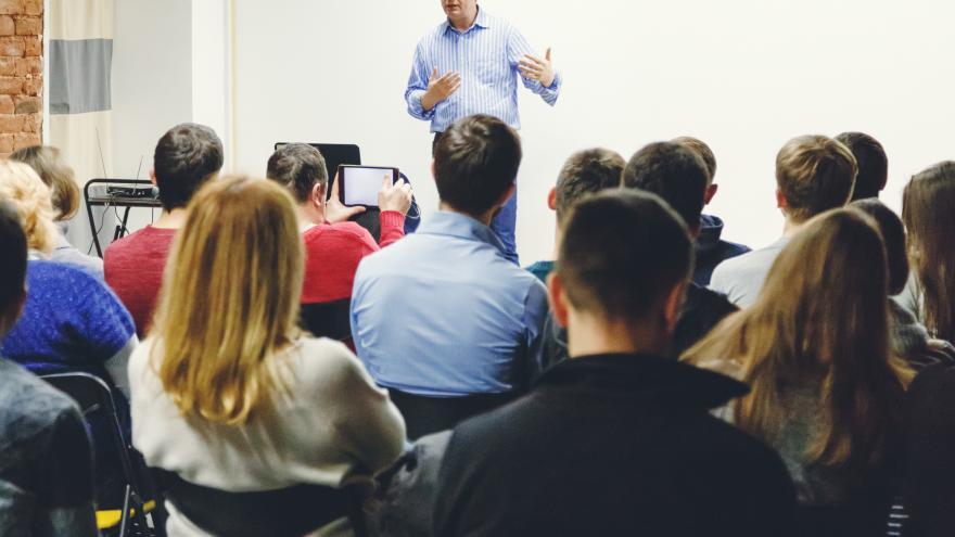 Jóvenes en clase